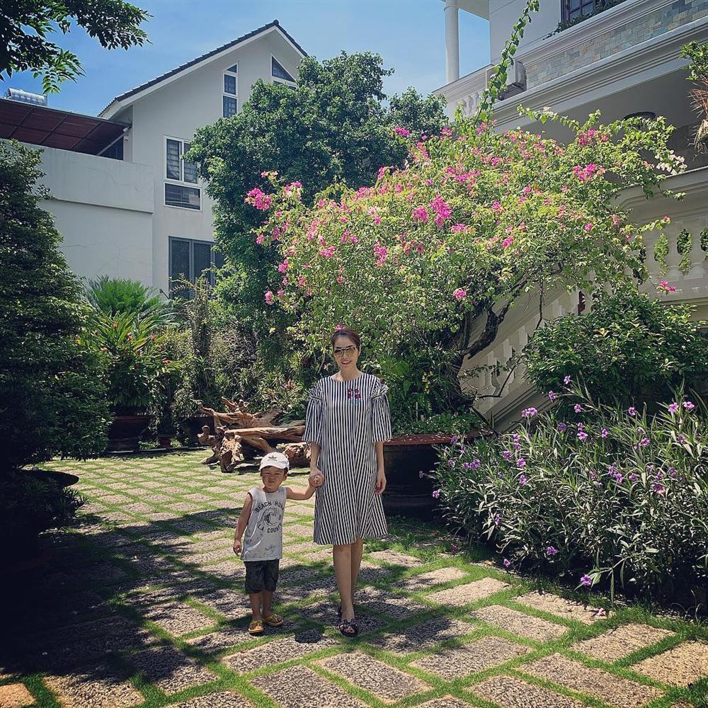 Angela Phương Trinh trao yêu thương thay cho sự nhỏ nhen ích kỷ-2
