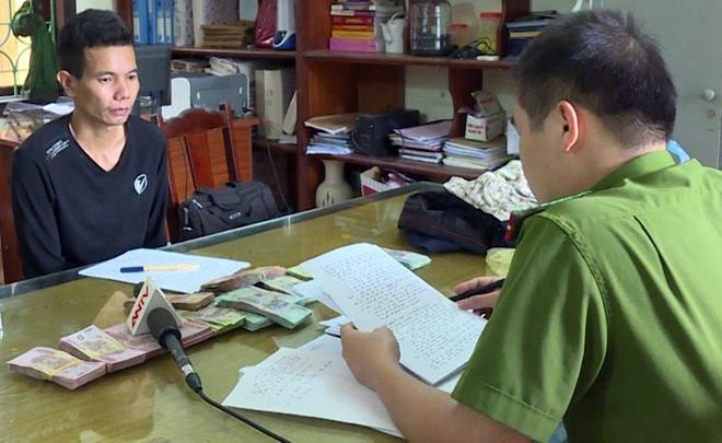 Hàng trăm cảnh sát vây bắt tên cướp ngân hàng mặc áo mưa ở Phú Thọ-2