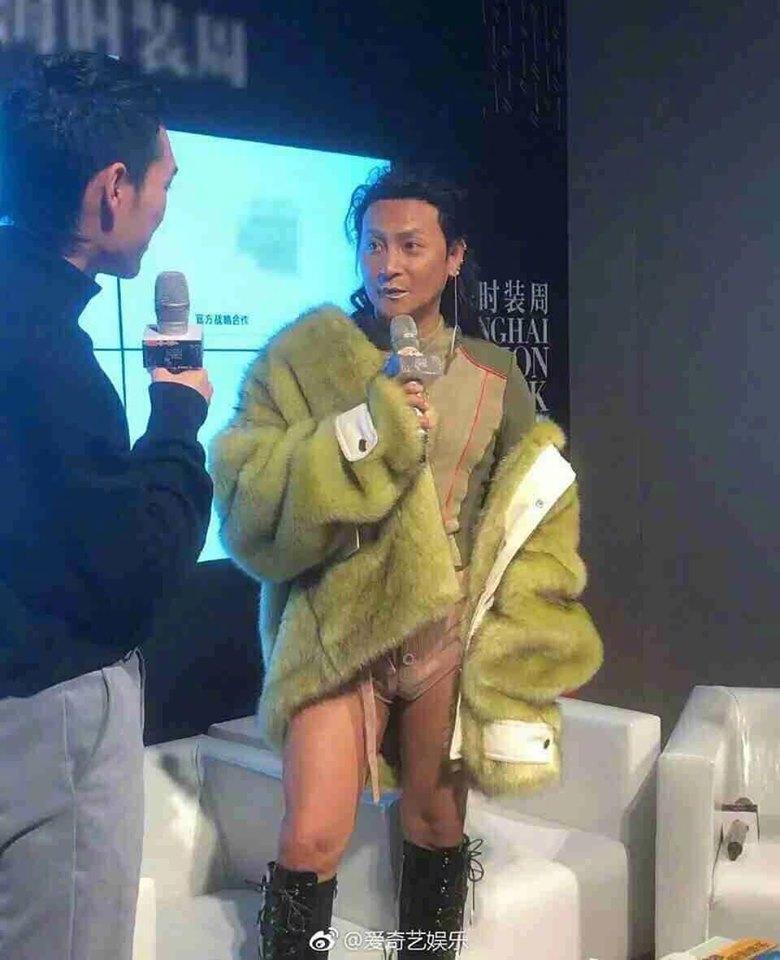 SAO MẶC XẤU: Thu Minh làm lố ngồi kiệu đến họp báo - Hải Triều mặc đồ cắt xẻ quá đà-8