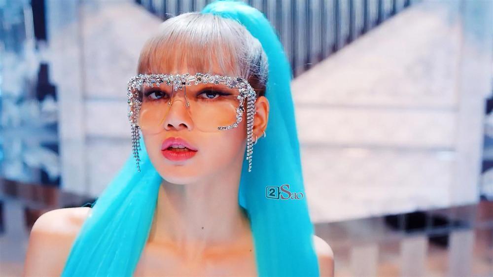 Bắt chước Lisa (BlackPink): Phượng Chanel cưa sừng làm nghé không phải lối, Thu Minh bị nghi dùng đồ nhái-2