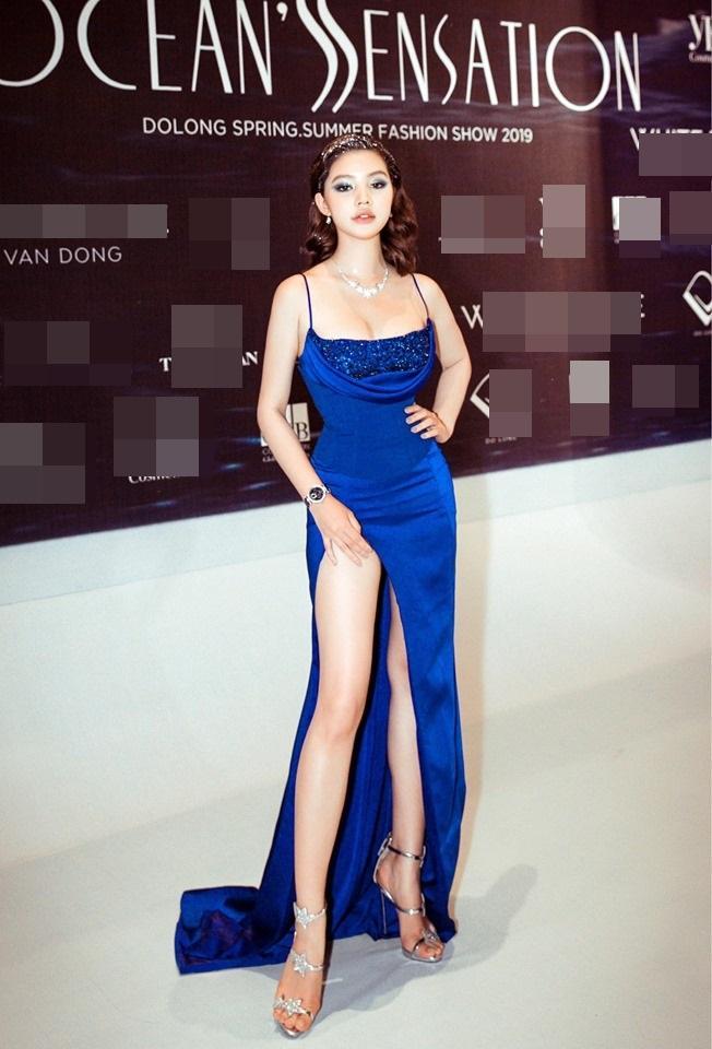Ngoài bộ cánh như bikini của Ngọc Trinh, show Đỗ Long còn hội tụ những pha lên đồ thảm họa và táo bạo hơn thế-10