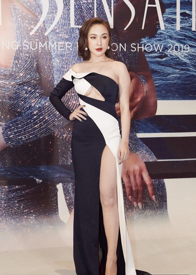 Ngoài bộ cánh như bikini của Ngọc Trinh, show Đỗ Long còn hội tụ những pha lên đồ thảm họa và táo bạo hơn thế-7