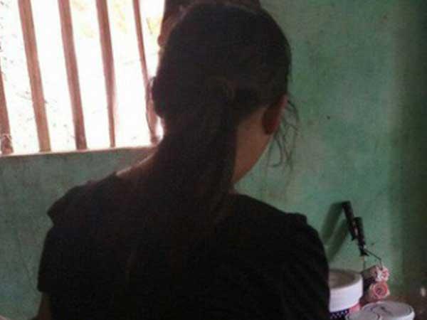 Bé gái 10 tuổi bị bố ruột xâm hại dọa giết, bà nội bức xúc dẫn cháu đi tố cáo-1
