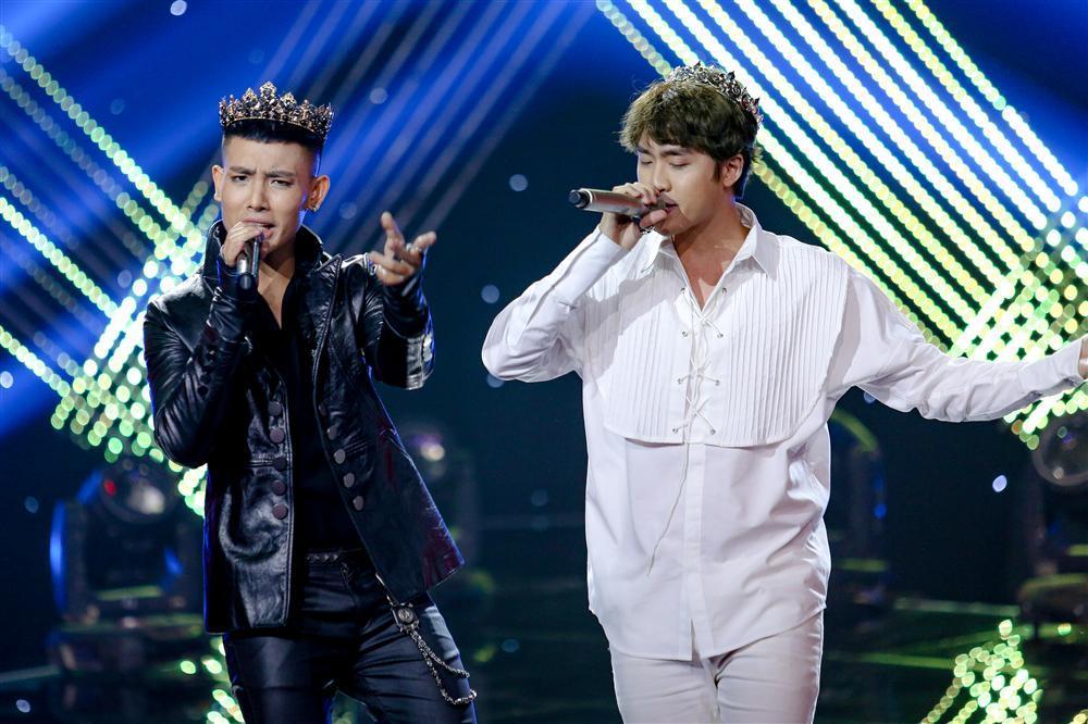 The Voice: 4 hoàng tử team Hồ Hoài Anh khiến fan nữ đổ gục với bản mashup top hit Vpop-4