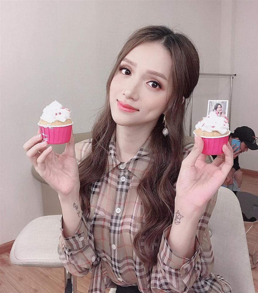 Hoa hậu HHen Niê thân thiết với Á hậu Lệ Hằng chuẩn trend chị ngả em nâng-10