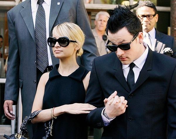 Tuyển tập thời trang hầu tòa của sao Hollywood: Cardi B chuẩn chỉnh, Lindsay Lohan như đi diễn thời trang-5