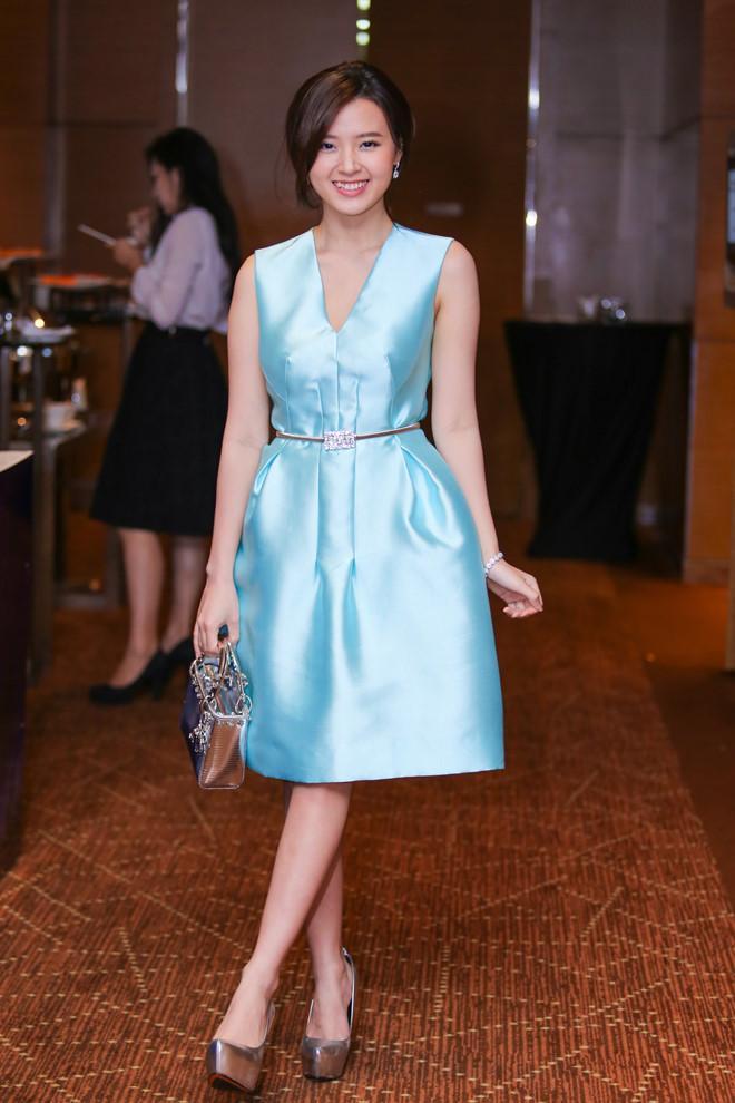 CHUNG THỦY với thời trang như Midu: Hết mua 1 mẫu váy 6 màu đến túi hiệu cũng chuộng 1 kiểu với 7 phiên bản-8
