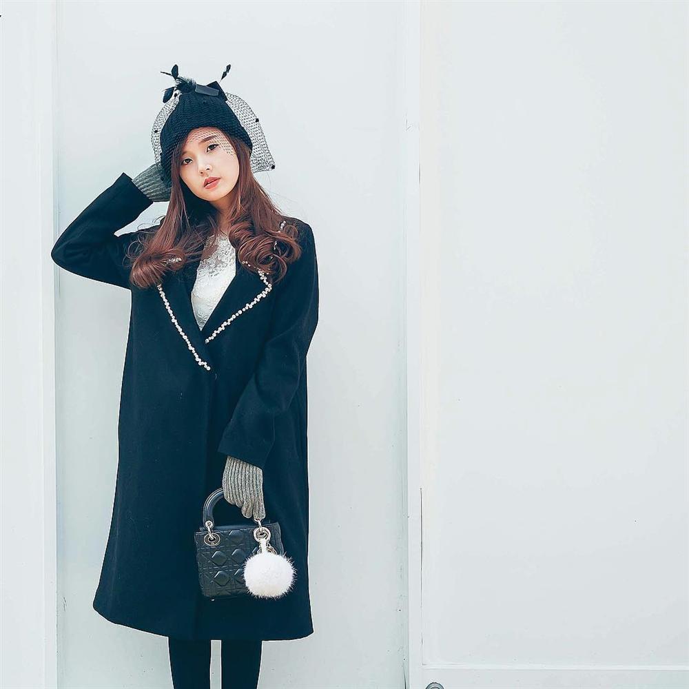 CHUNG THỦY với thời trang như Midu: Hết mua 1 mẫu váy 6 màu đến túi hiệu cũng chuộng 1 kiểu với 7 phiên bản-5