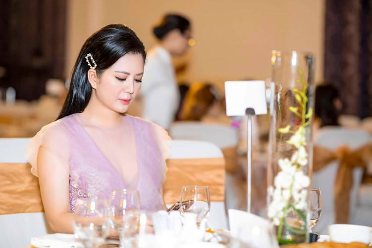 Gu thời trang gợi cảm và ngập tràn hàng hiệu của Đinh Hiền Anh - vợ thứ trưởng Bộ Tài chính vừa bị kỷ luật Đảng-1