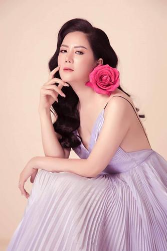 Gu thời trang gợi cảm và ngập tràn hàng hiệu của Đinh Hiền Anh - vợ thứ trưởng Bộ Tài chính vừa bị kỷ luật Đảng-4