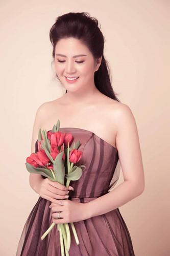 Gu thời trang gợi cảm và ngập tràn hàng hiệu của Đinh Hiền Anh - vợ thứ trưởng Bộ Tài chính vừa bị kỷ luật Đảng-6