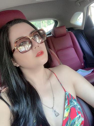 Gu thời trang gợi cảm và ngập tràn hàng hiệu của Đinh Hiền Anh - vợ thứ trưởng Bộ Tài chính vừa bị kỷ luật Đảng-13