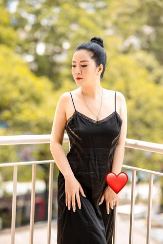 Gu thời trang gợi cảm và ngập tràn hàng hiệu của Đinh Hiền Anh - vợ thứ trưởng Bộ Tài chính vừa bị kỷ luật Đảng-14