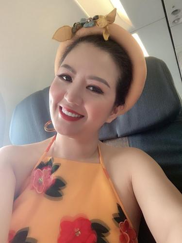 Gu thời trang gợi cảm và ngập tràn hàng hiệu của Đinh Hiền Anh - vợ thứ trưởng Bộ Tài chính vừa bị kỷ luật Đảng-15