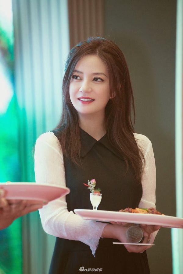 Vì sao Triệu Vy vẫn xinh đẹp như gái 20 tuổi dù đã 43 tuổi?-4