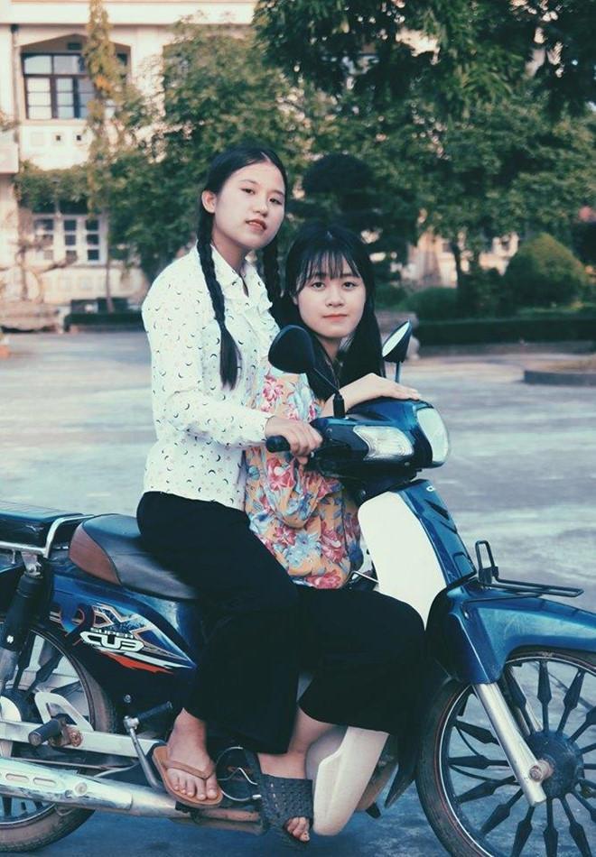 Thầy giáo Quảng Ninh chụp kỷ yếu cho học sinh theo phong cách hoài cổ-3