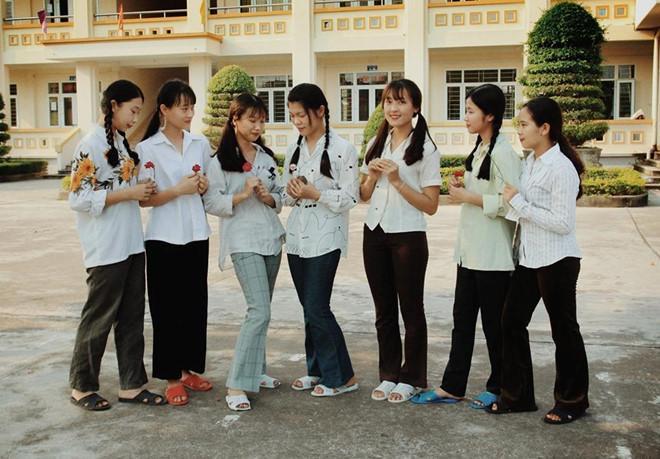 Thầy giáo Quảng Ninh chụp kỷ yếu cho học sinh theo phong cách hoài cổ-1