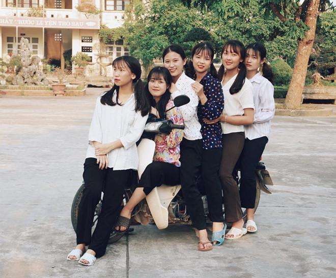 Thầy giáo Quảng Ninh chụp kỷ yếu cho học sinh theo phong cách hoài cổ-7