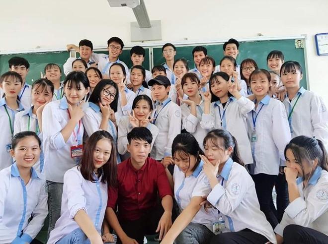 Thầy giáo Quảng Ninh chụp kỷ yếu cho học sinh theo phong cách hoài cổ-6