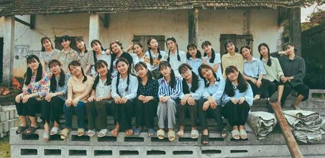 Thầy giáo Quảng Ninh chụp kỷ yếu cho học sinh theo phong cách hoài cổ-4