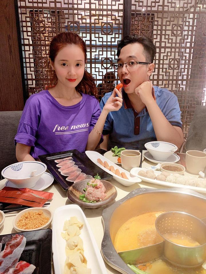Tỷ năm mới được chị gái nổi tiếng cho lên sóng, em trai Midu khiến hội gái xinh say như điếu đổ với ngoại hình thư sinh-3