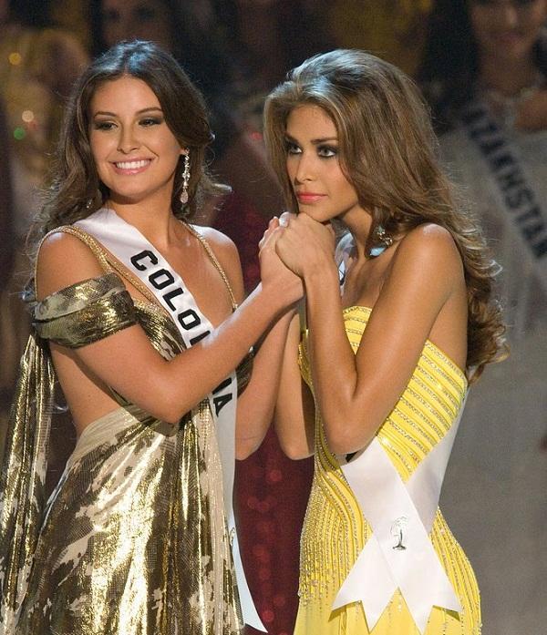 Bản tin Hoa hậu Hoàn vũ 5/6: Hở bạo như Ngọc Trinh cũng phải vái cả nón trước chiếc đầm của đàn chị đình đám-3