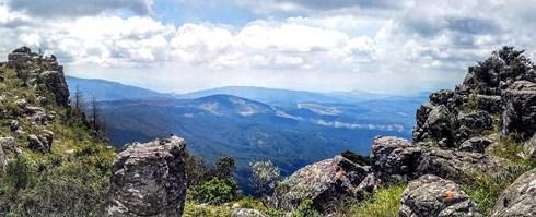 Dấu vết ngoài hành tinh nằm chình ình trên đỉnh núi ở Nam Phi-1