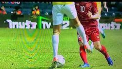 Fans Việt phẫn nộ trước khoảnh khắc vào bóng thô bạo của cầu thủ Thái Lan khi sút trúng 'chỗ hiểm' của Công Phượng