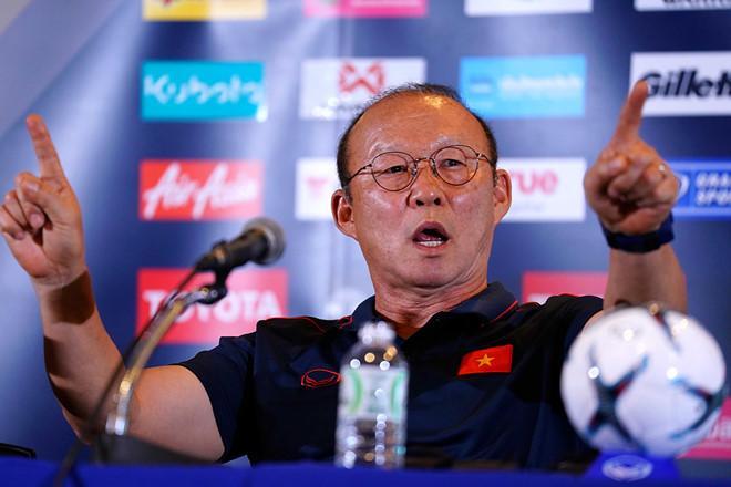 CLIP ĐẮT GIÁ: Thầy Park từ ôm đầu tiếc nuối liền quay ngoắt thái độ cực đáng yêu khi Anh Đức ghi bàn thắng-2