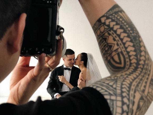 Hậu trường chụp ảnh cưới siêu đáng yêu của siêu mẫu MC Phương Mai cùng chồng Tây-1