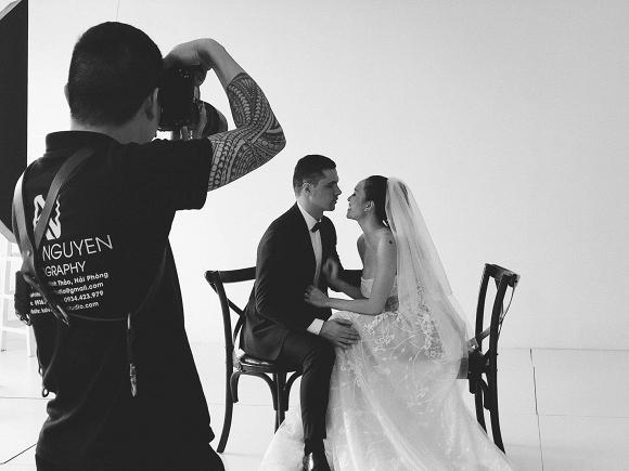 Hậu trường chụp ảnh cưới siêu đáng yêu của siêu mẫu MC Phương Mai cùng chồng Tây-2