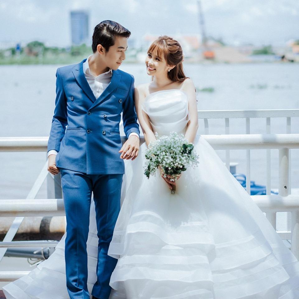 Trước khi về chung một nhà, hot girl FAPtv Mai Quỳnh Anh - streamer Cris Phan thường xuyên tình tứ trong 1.001 bộ đồ đôi chất lừ-1