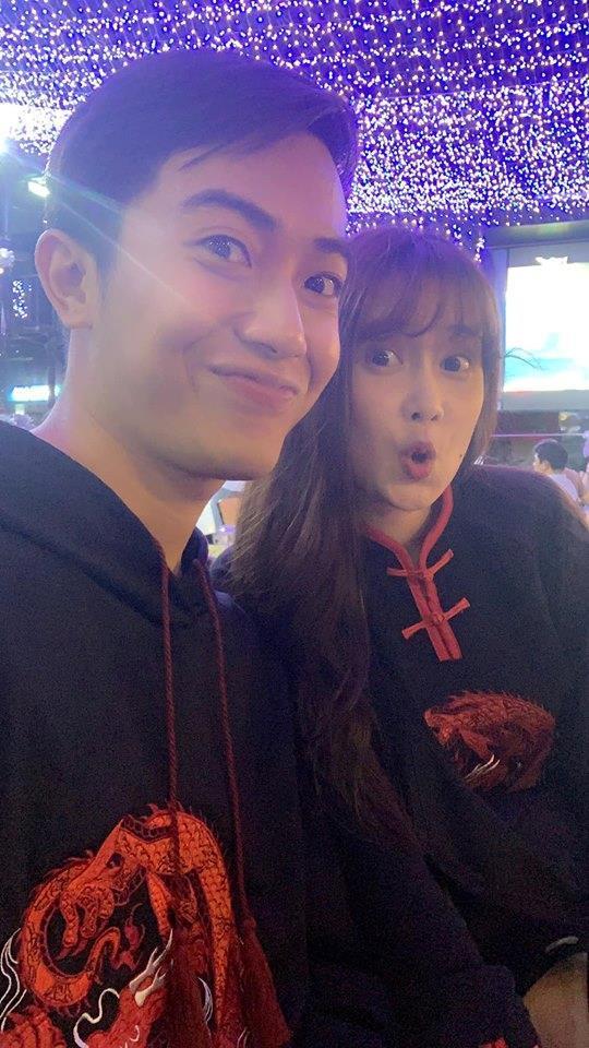 Trước khi về chung một nhà, hot girl FAPtv Mai Quỳnh Anh - streamer Cris Phan thường xuyên tình tứ trong 1.001 bộ đồ đôi chất lừ-10