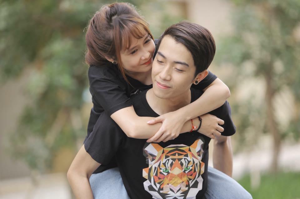 Trước khi về chung một nhà, hot girl FAPtv Mai Quỳnh Anh - streamer Cris Phan thường xuyên tình tứ trong 1.001 bộ đồ đôi chất lừ-4