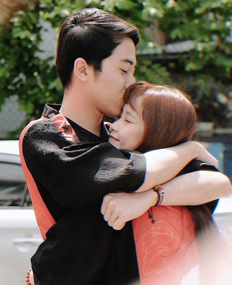 Trước khi về chung một nhà, hot girl FAPtv Mai Quỳnh Anh - streamer Cris Phan thường xuyên tình tứ trong 1.001 bộ đồ đôi chất lừ-5