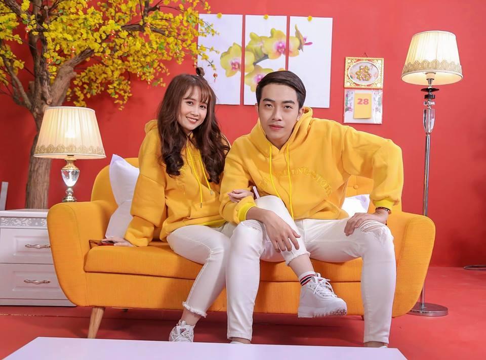 Trước khi về chung một nhà, hot girl FAPtv Mai Quỳnh Anh - streamer Cris Phan thường xuyên tình tứ trong 1.001 bộ đồ đôi chất lừ-6
