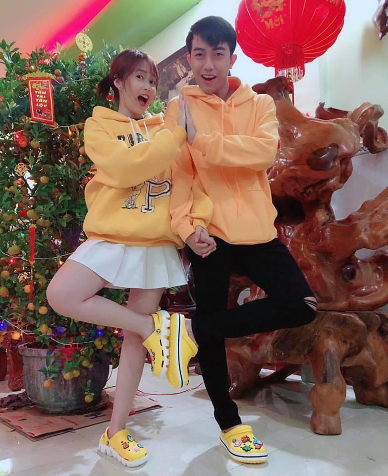 Trước khi về chung một nhà, hot girl FAPtv Mai Quỳnh Anh - streamer Cris Phan thường xuyên tình tứ trong 1.001 bộ đồ đôi chất lừ-7