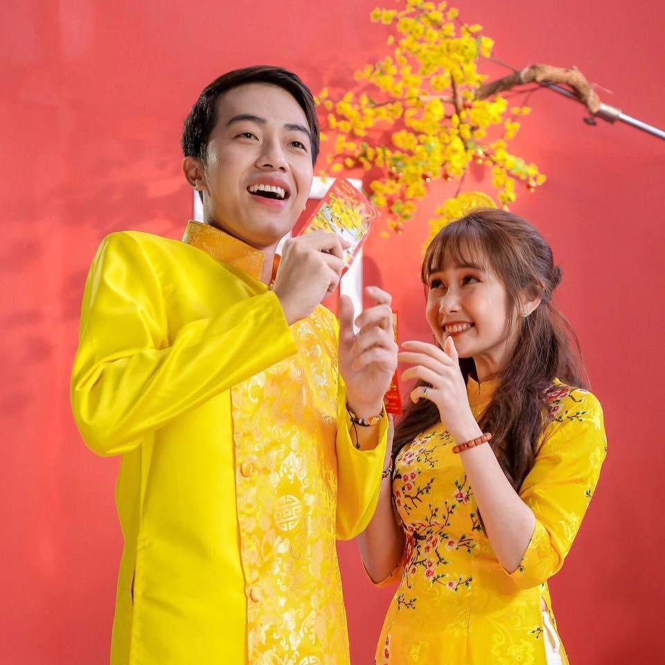 Trước khi về chung một nhà, hot girl FAPtv Mai Quỳnh Anh - streamer Cris Phan thường xuyên tình tứ trong 1.001 bộ đồ đôi chất lừ-8