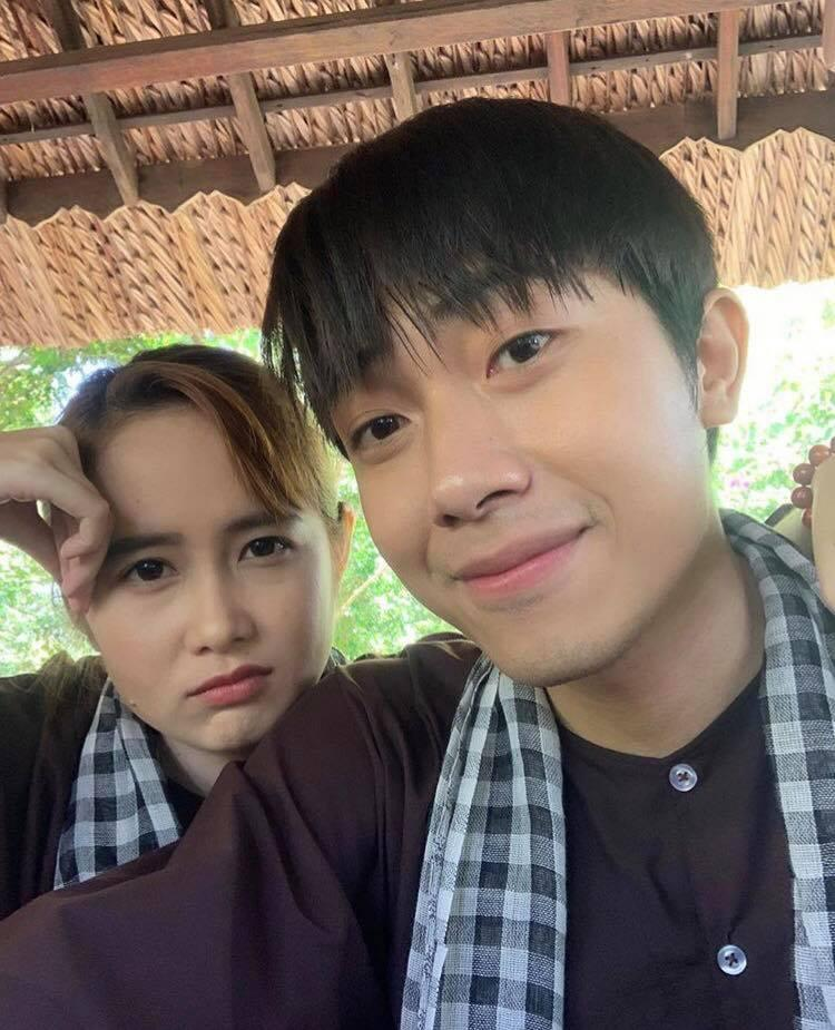 Trước khi về chung một nhà, hot girl FAPtv Mai Quỳnh Anh - streamer Cris Phan thường xuyên tình tứ trong 1.001 bộ đồ đôi chất lừ-9