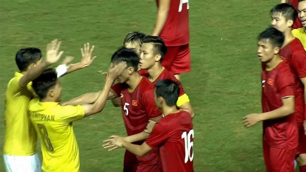 Bố Đoàn Văn Hậu tiết lộ bất ngờ về cuộc điện thoại con trai gọi về sau khi bị cầu thủ Thái Lan vả thẳng mặt-1