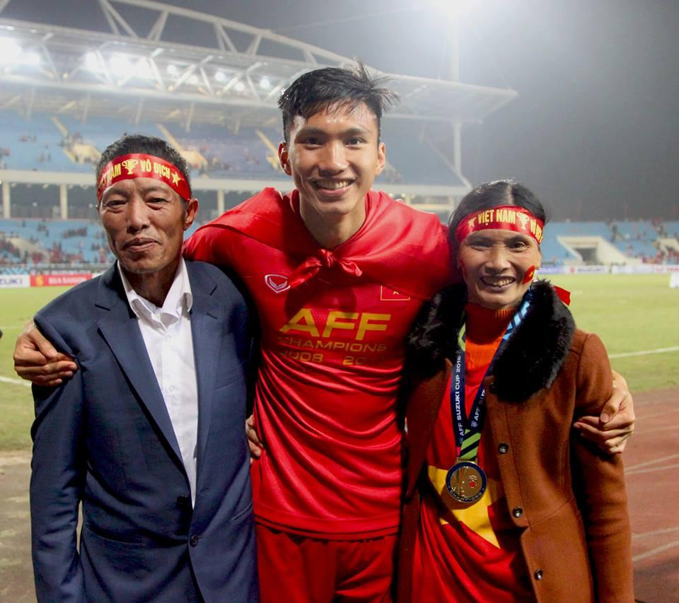 Bố Đoàn Văn Hậu tiết lộ bất ngờ về cuộc điện thoại con trai gọi về sau khi bị cầu thủ Thái Lan vả thẳng mặt-2