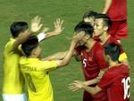 Bố Đoàn Văn Hậu tiết lộ bất ngờ về cuộc điện thoại con trai gọi về sau khi bị cầu thủ Thái Lan 'vả' thẳng mặt