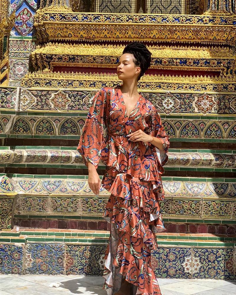 Bản tin Hoa hậu Hoàn vũ 6/6: Dân mạng đề nghị Hoàng Thùy loại gấp Bàn Thờ khỏi cuộc tuyển chọn quốc phục-13