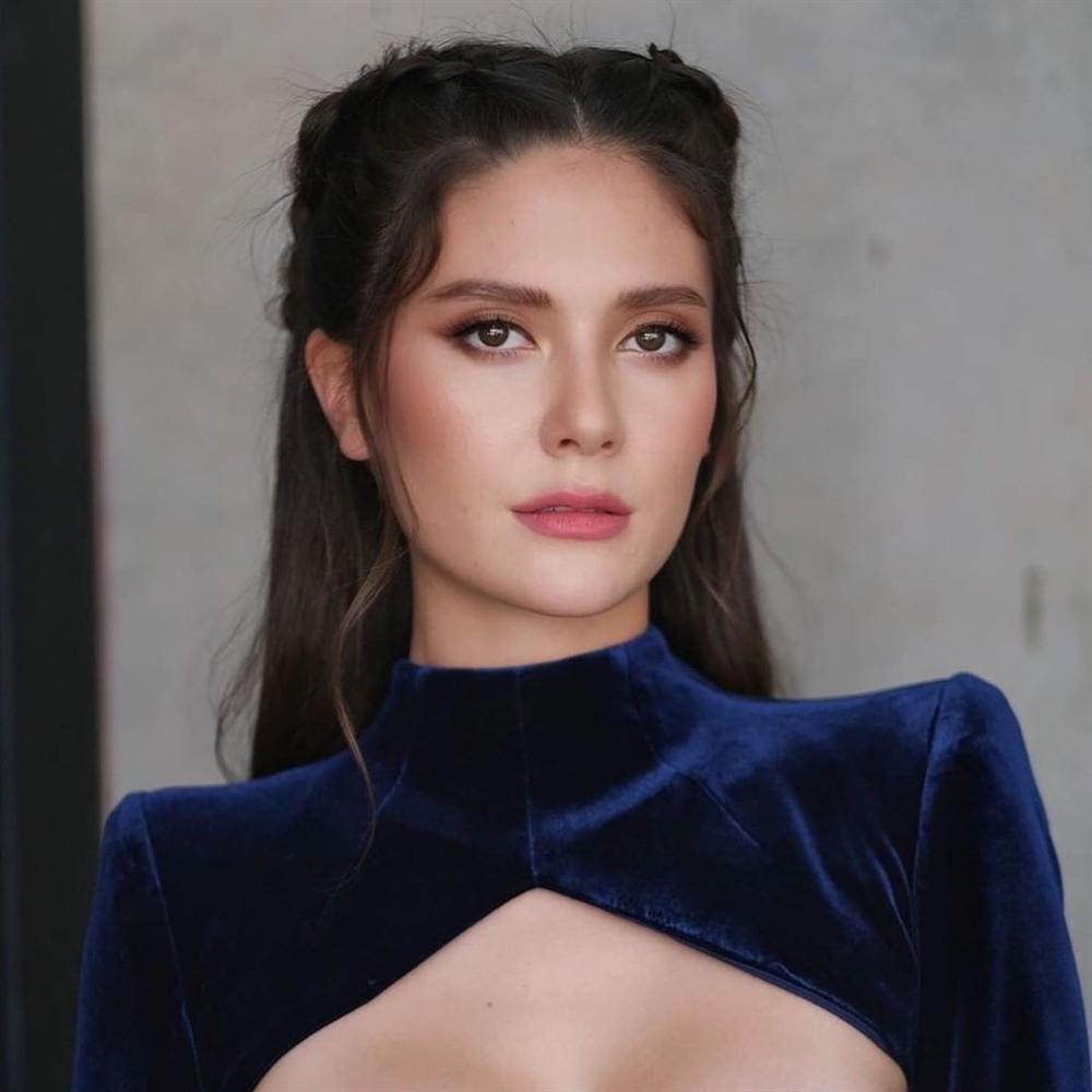 Bản tin Hoa hậu Hoàn vũ 6/6: Dân mạng đề nghị Hoàng Thùy loại gấp Bàn Thờ khỏi cuộc tuyển chọn quốc phục-14