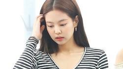 BLACKPINK Jennie khoe eo thon cực phẩm khiến bao cô gái khao khát sở hữu