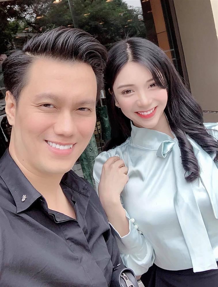 Giữa nghi án ly hôn ồn ào, diễn viên Việt Anh vui vẻ ăn uống cùng bồ nhí Thanh Bi-3