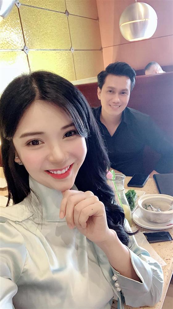 Giữa nghi án ly hôn ồn ào, diễn viên Việt Anh vui vẻ ăn uống cùng bồ nhí Thanh Bi-4