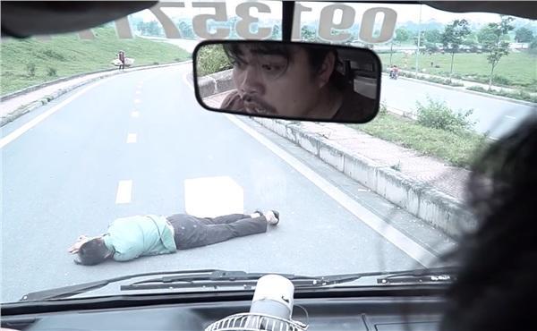 Vừa bị bố vợ tặng cho cái tát, Khải lại lái xe gây tai nạn trong tập 41 Về Nhà Đi Con-3