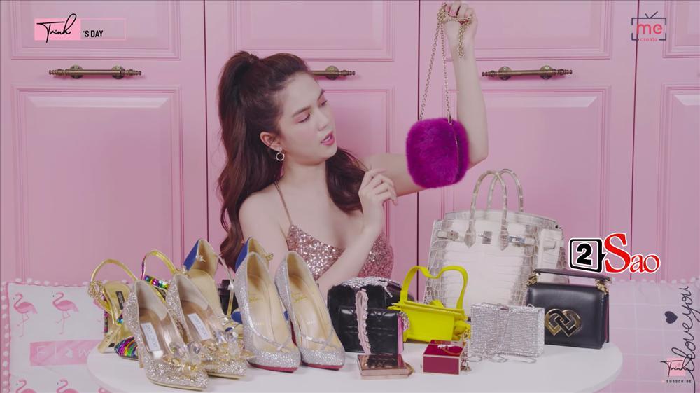 Ngọc Trinh khoe 4 đôi giày và những chiếc túi bé xíu đắt nhất trong tủ đồ mà tổng giá trị đã lên đến 4 TỶ ĐỒNG-8
