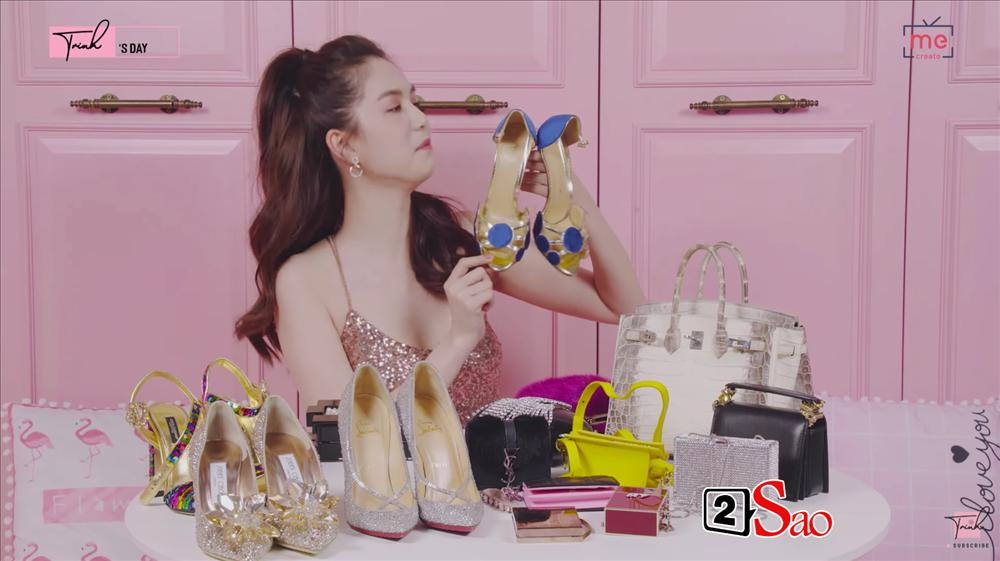 Ngọc Trinh khoe 4 đôi giày và những chiếc túi bé xíu đắt nhất trong tủ đồ mà tổng giá trị đã lên đến 4 TỶ ĐỒNG-15